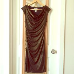 Robbie Bee Metallic Gold Cowl Neck Dress S Such a shimmering gold metallic dress! Rushing on the right side of the dress for a very flattering fit! Cowl neckline. Sleeveless. Fits above the knee, but not mini. Fitted. Excellent/like new condition. Worn once for a party. Size S Robbie Bee Dresses Midi