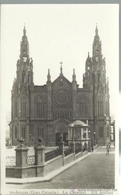 Iglesia y Kiosco.