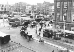 Groningen<br />De stad Groningen: De Grote markt tijdens de opbouw van de kermis in 1955
