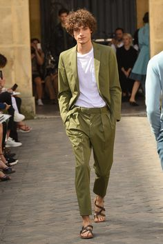 Officine Generale Spring 2018 Ready-to-Wear Collection Photos - Vogue Style Casual, Men Casual, Casual Wear, Mens Dressing Styles Casual, Man Dressing Style, Suit Fashion, Mens Fashion, Fashion Shoes, Fall Fashion