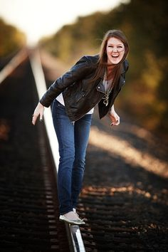 Love this! Senior pictures  Outfit, smile, an added quote