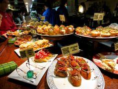 Pintxos bar in San Sebastian, Spain Appetisers, Cookie Recipes, Fresh, Meals, Cookies, Amsterdam, Spain, Presentation, Bar