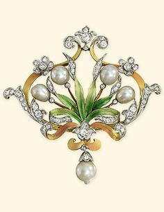 AN ART NOUVEAU NATURAL PEARL, DIAMOND AND ENAMEL BROOCH. Of foliate design, the…