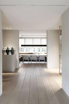 Gave kleur vloer Modern Flooring, Timber Flooring, Vinyl Flooring, Living Room Themes, Home Living Room, Loft Design, House Design, Refinishing Hardwood Floors, Home Decor Inspiration