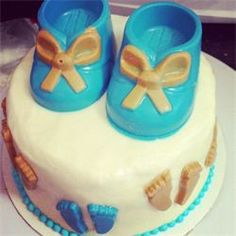 baby boy babyshower carrot cake and cream cheese frosting