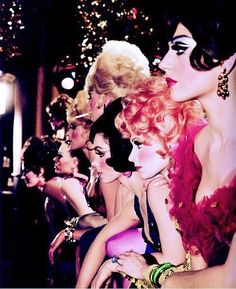 "Fosse's ""Sweet Charity"" ? valley-of-the-dolls: "" Las Vegas showgirls by Sammy Davis Jr. Las Vegas Show Girls, Las Vegas Shows, Vegas Showgirl, Vintage Glamour, Vintage Beauty, Vintage Fashion, Era Do Jazz, Pin Ups Vintage, Vintage Pins"