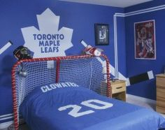 Better Pictures - Love the idea of using a big hockey net for the headboard area! To anybody wanting to take better photographs today Bedroom Themes, Girls Bedroom, Bedroom Ideas, Bedroom Decor, Boy Bedrooms, Bedroom Designs, Bedroom Wall, Boys Hockey Room, Hockey Nursery