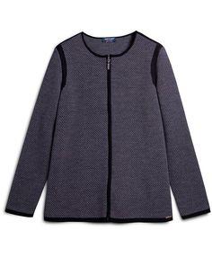 Veste zippée encolure ronde, en jacquard tricolore. Empiècement uni sur les épaules et les extrémités de vêtement. Longueur : 70 cm. Coupe droite.