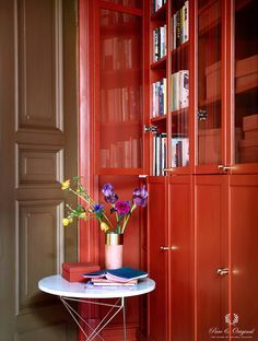Colour Collection office closet, Traditional Paint and Classico in Brown Red, lacquer Praline Grey Interior Paint, Brown Interior, Interior Walls, Cosmopolitan, Room Inspiration, Interior Inspiration, Traditional Paint, Luxurious Bedrooms, Wall Colors