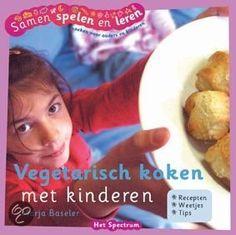 VEGETARISCH KOKEN MET KINDEREN - Marja Baseler - € 12,50 - 9789027489685 - GRATIS VERZENDING. Kinderen zijn van nature geen echte vleeseters. Ze houden niet van de smaak of ze vinden het zielig voor de dieren. Maar elke dag vlees eten is nergens voor nodig. En koken zonder vlees kan heel leuk zijn. Vegetarisch koken met kinderen bevat ook belangrijke informatie over voeding zonder vlees, en over de...BESTELLEN BIJ TOPBOOKS OF VERDER LEZEN? KLIK OP BOVENSTAANDE FOTO!