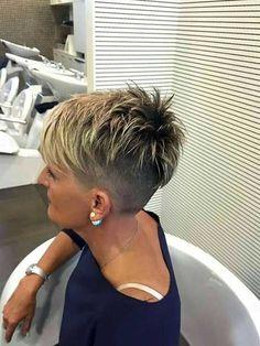 #Frisuren 2018 Neueste Layered Pixie Schnitte, die Sie lieben werden #mode #Halblang #Einfache #stlye #hairstlye #style #bobfrisuren #haar#Neueste #Layered #Pixie #Schnitte, #die #Sie #lieben #werden