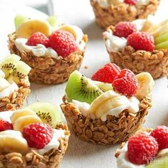 Healthy Snacks For Kids Choose your favorite combination of in-season fruits and yogurt to fill these granola cups./ - Choose your favorite combination of in-season fruits and yogurt to fill these granola cups. Healthy Make Ahead Breakfast, Healthy Snacks, Breakfast Fruit, Breakfast Potluck, Breakfast Sandwiches, Healthy Birthday Treats, Cute Breakfast Ideas, Breakfast Appetizers, Healthy Finger Foods