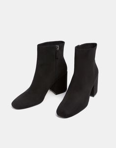 Mid heel ankle boots with zip. Discover this and many more items in Bershka with new products every week