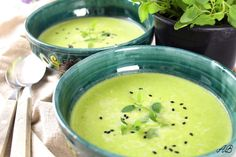 Supă cremă de mazăre - Home is where you cook Cheeseburger Chowder, Hummus, Soup, Cooking, Ethnic Recipes, Kitchen, Soups, Brewing, Cuisine