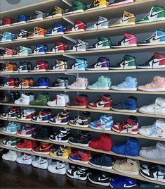 Cute Nike Shoes, Cute Nikes, Nike Air Shoes, Jordan Shoes Wallpaper, Sneakers Wallpaper, Sneakers Mode, Sneakers Fashion, Shoes Sneakers, Jordan Shoes Girls