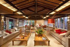 O Projeto de reforma deste Hotel tradicional no Centro Histórico de Paraty, nos motivou a criar espaços acolhedores, utilizando poucos materiais.