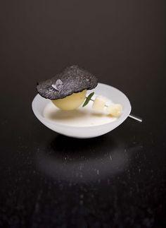La Truffe en toute simplicité ...pomme de terre / truffe noire. Truffes fraîches ou en verrine sur http://www.maisonbaumont.fr/
