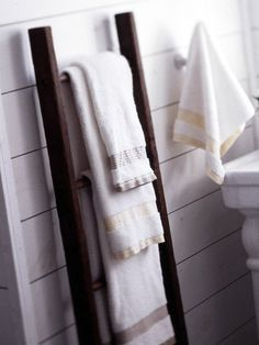 I love how this old wooden ladder is used to hold hand towels in the bathroom! You can also use this method in a common room to hang newspapers and magazines.
