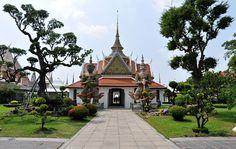 Wat Arun (Temple of the Dawn) in   Bangkok, Thailand.
