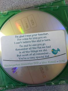 Memories from a schoolyear on a cd.... **Dit is dan wel een Engels voorbeeld, maar aan het einde van ieder schooljaar gaf ik de kids van mijn groep een cd-tje met foto's en liedjes van het afgelopen jaar er op mee als aandenken. Leuke foto van de groep als cd-hoesje en een leuke tekst erin. Succes verzekerd!