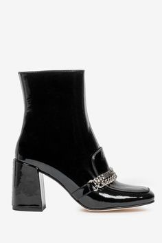 10 Cute 2021 Shoe Trends — Best 2021 Shoe Trends to Shop Cropped Flare Pants, Chunky Boots, Spring Shoes, Toe Shoes, Strappy Sandals, Leather Loafers, Black Patent Leather, Kitten Heels, Trends