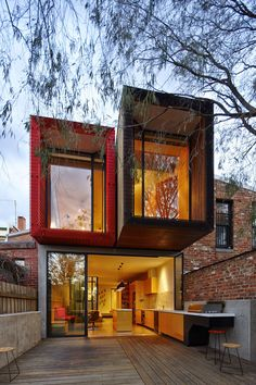 23 Awesome Australian Homes That Perfect Indoor / Outdoor Living // In this home, folding glass doors can be opened to the backyard, with the counter and lower cabinets in the kitchen continuing outside for an outdoor kitchen and barbeque.