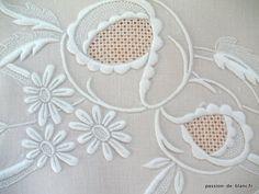 Articles vendus > Monogrammes, dentelles ... > LINGE ANCIEN/Merveilleuse découverte de drap brodé main sur toile en fil de lin pour réalisation couture - Linge ancien - Passion-de-Blanc - linge ancien brodé - Antique