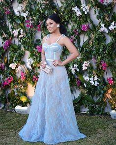OS VESTIDOS DO CASAMENTO DE LAYLA MONTEIRO E WILLIAN Bridal Dresses, Prom Dresses, Formal Dresses, Elegant Dresses, Pretty Dresses, Party Gowns, Party Dress, Blue Evening Dresses, Estilo Retro