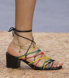 5 accesorios básicos para este verano  http://www.cosmohispano.com/moda/tendencias/fotos/accesorios-verano-2016/babuchas  #FelizFinde #AbuelasSabias #moda