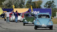 Mungkin terkesan tidak masuk akal jika melihat seorang presiden besar seperti Jose Mujica, presiden Uruguay yang hanya mengendarai sebuah mobil klasik VW Beetle dalam kesehariannya. Tapi hal ini adalah kenyataan...