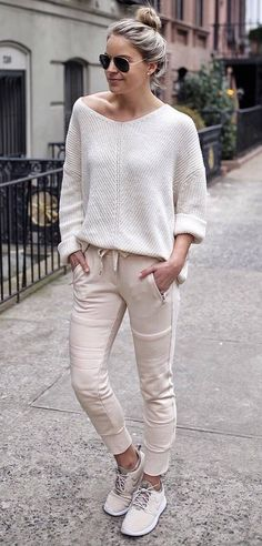 casual spring outfit / sweater + nude pants + sneakers