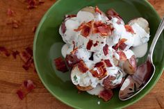 Potatoes with Buttermilk Dressing and Bacon Pate Recipes, Raw Food Recipes, Snack Recipes, Snacks, Side Dishes Easy, Vegetable Side Dishes, Buttermilk Ranch Dressing, Bacon Dressing, Homemade Buttermilk
