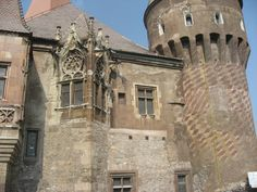 Gothic detail on grim Romanian castle Romanian Castles, Fantasy Portraits, Hungary, Medieval, Louvre, Stairs, Mansions, House Styles, World