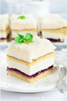 Ciasto łabędzi puch - I Love Bake Real Food Recipes, Cake Recipes, Dessert Recipes, Cooking Recipes, Vegan Junk Food, Vegan Sushi, Vegan Smoothies, Vegan Kitchen, Polish Recipes