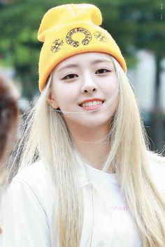 © to the owner South Korean Girls, Korean Girl Groups, Loona Kim Lip, Programa Musical, Nico Robin, Airport Style, Yoona, New Girl, K Idols