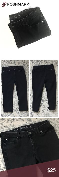 "Jennifer Lopez Black Denim Capris Black with a bit of a faded look jeans, capri. Jennifer Lopez size 14. Inseam 25"". 80% cotton 18% polyester 2% spandex. Also selling in white. See separate listing and bundle for a discount! Jennifer Lopez Jeans"