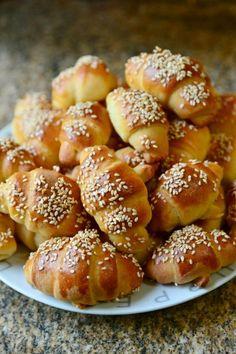 Sajtos kifli – Tavola in Piazza My Favorite Food, Favorite Recipes, Hungarian Recipes, Small Cake, Winter Food, Pretzel Bites, Pain, Cookie Recipes, Bakery