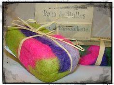 Savon débarbouilette, savon feutré de laine Mérinos, felted soap de la boutique Bainetbulles sur Etsy