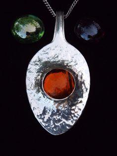 Besteck Schmuck Löffel Kettenanhänger aus altem Silberlöffel mit Stein zum wechseln.