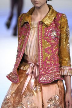 Christian Lacroix at Couture Fall 2006 - Details Runway Photos Look Fashion, Fashion Details, High Fashion, Fashion Show, Womens Fashion, Fashion Design, Fashion Trends, Fashion Art, Style Haute Couture