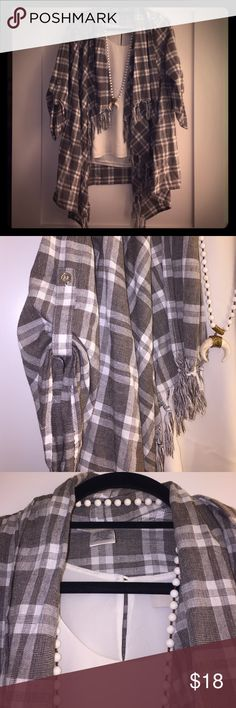 NWOT Boutique style fall jacket with fringe collar This top layering jacket is the perfect light weight for pairing with a t-shirt or shell for a fall day. The plaid fabric is dark chocolate and white with fringed edging and button roll-up sleeves. NWOT. Never worn!! Entro Jackets & Coats