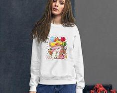 Etsy Bunti Munti World Grafik-Bilder von Zauberbazar auf Etsy Design Shop, Graphic Sweatshirt, Etsy, Sweatshirts, Sweaters, Fashion, T Shirt Pillow, Inner Child, Kleding