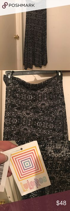NWT LuLaRoe Maxi Skirt sz XS Black and white pattern on this brand new LuLaRoe maxi!  So comfortable and fashionable. In my opinion would also fit a size small person. LuLaRoe Skirts Maxi