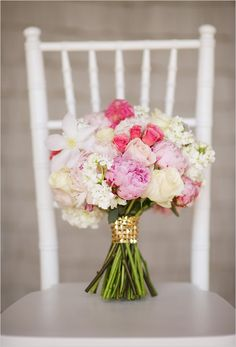 I love they idea of the bouquets position for a wedding picture! :) the bouquet is nice coloring too! Pink And White Weddings, White Wedding Bouquets, Floral Wedding, Wedding Flowers, Ribbon Wedding, Perfect Wedding, Our Wedding, Dream Wedding, Zeina