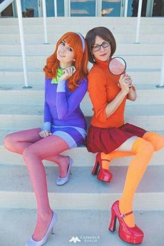 Make Scooby Doo Velma costume yourself maskerix.de - Make Scooby Doo Velma & Daphne costume yourself Costume idea for carnival, Halloween & carnival - Costumes Scooby Doo, Velma Costume, Best Friend Halloween Costumes, Halloween Cosplay, Halloween Outfits, Cute Halloween, 90s Costume, Daphne Scooby Doo Costume, Matching Halloween Costumes