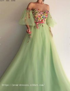 2018 Long Sleeve Gold Prom Dresses,Long Evening Dresses,Prom Dresses On Sale Want a glamorous red carpet look for a fraction of the price? A Line Prom Dresses, Ball Gown Dresses, Formal Dresses, Pretty Dresses, Beautiful Dresses, Sweetheart Prom Dress, Elegantes Outfit, Popular Dresses, Dream Dress