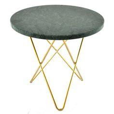 Mini O table från OX Denmarq, formgiven av Dennis Marquart. Ett elegant bord gjort i vackert ma...