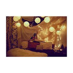 Loves the lanterns above it and the bedspread. hipster room | Tumblr found on Polyvore