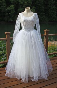Vintage 1950's White Lace and Tulle Wedding Dress | eBay