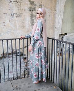 Pinterest: @adarkurdish Modern Hijab Fashion, Muslim Fashion, Modest Fashion, Fashion Dresses, Hijab Dress, Hijab Outfit, Farm Fashion, Women's Fashion, Hijab Fashionista